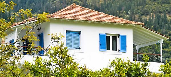 Armonia Apartments to rent in Vasiliki in the Ionian Sea. Book your apartment now with the owner.